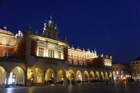 krakow-at-night-11