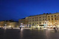 krakow-at-night-15
