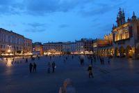 krakow-at-night-37
